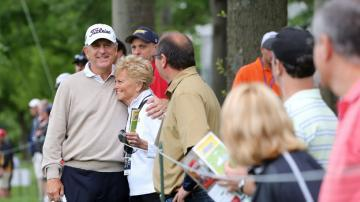 Local knowledge propels Haas to early lead