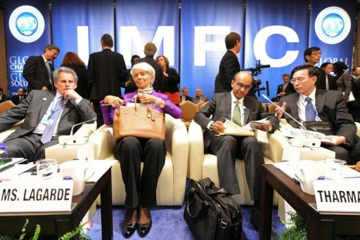 <p>(From L) IMF Deputy Managing Director David Lipton, IMF Managing Director Christine Lagarde, IMFC Chairman Tharman Shanmugaratnam and IMF Secretary Lin Jianhai, seen here before the opening of the International Monetary and Financial Committee (IMFC) meeting in Tokyo, on October 13.</p>