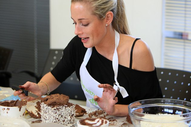 Reeva Steenkamp with the cake she baked at the BBC Lifestyle launch of &amp;#39;Bake-Off&amp;#39; (Gallo Images / Rex Features)