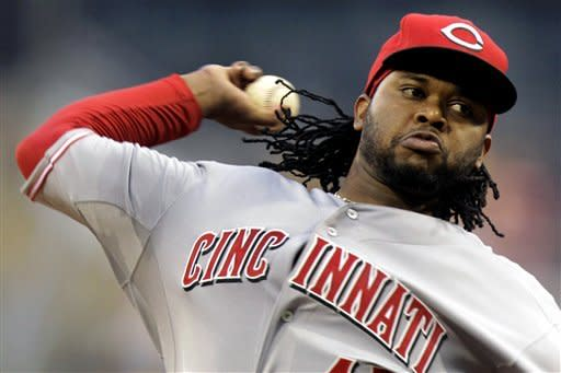 Cueto throws complete game, Reds beat Pirates 6-1