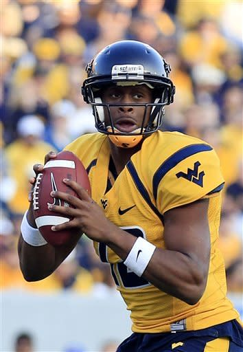 Geno Smith leads West Virginia past Kansas 59-10