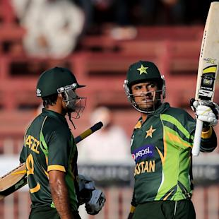 Hafeez stars in Pakistan's hard-fought win