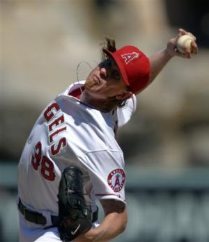 Weaver wins 19th, Angels close in wild-card race