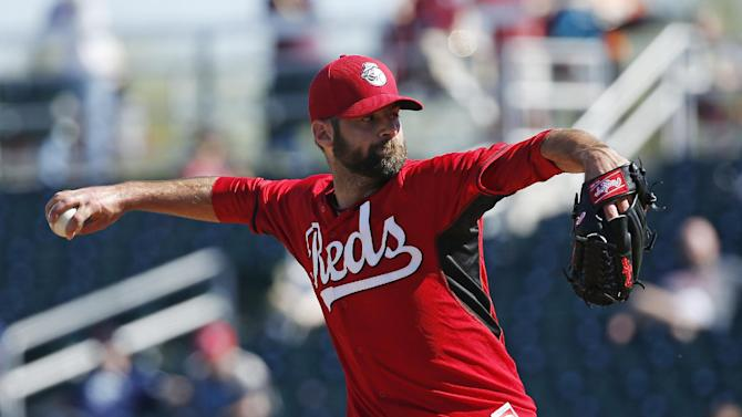 Cincinnati Reds' Burke Badenhop pitches in the fifth inning of a spring training exhibition baseball game against the Cleveland Indians, Thursday, March 5, 2015, in Goodyear, Ariz. (AP Photo/John Locher)