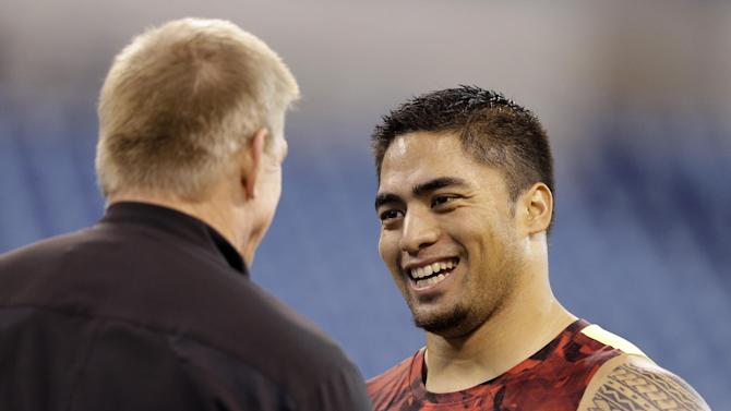 Notre Dame linebacker Manti Te'o, right, talks with Jim Leavitt, linebacker coach with the San Francisco 49ers, before running a drill at the NFL football scouting combine in Indianapolis, Monday, Feb. 25, 2013. (AP Photo/Michael Conroy)