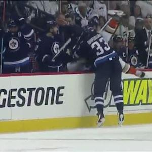 Byfuglien crushes Fleischmann into Jets bench