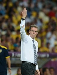 French headcoach Laurent Blanc gestures during the Euro 2012 football championships match Sweden vs France on June 19, 2012 at the Olympic Stadium in Kiev. AFP PHOTO / FRANCK FIFE