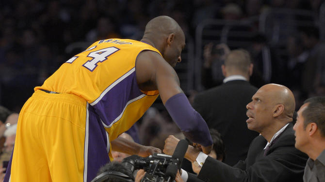 Los Angeles Lakers guard Kobe Bryant, left, greets Kareem Abdul-Jabbar prior to their NBA basketball game against the Phoenix Suns, Friday, Nov. 16, 2012, in Los Angeles. Abdul-Jabbar had a statue of himself unveiled earlier in the day. (AP Photo/Mark J. Terrill)