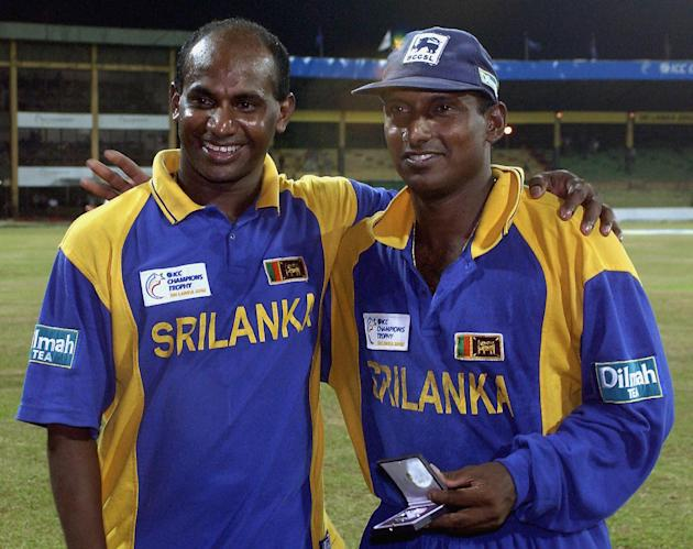 CRICKET-TROPHY-SRI-AUS-JAYASURIYA-DE SILVA