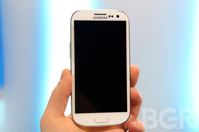 Samsung gushes over Galaxy S III design [video]