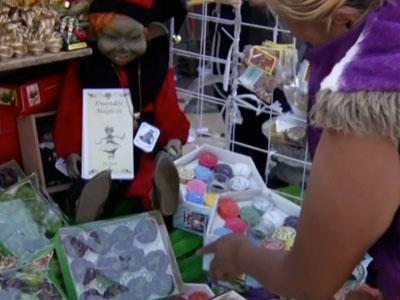 Mexicans Buy Charms to Bring Luck in 2013