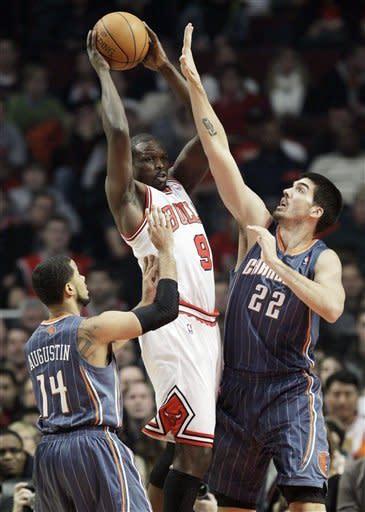 Boozer leads injury-depleted Bulls past Bobcats