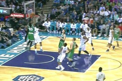 Gerald Wallace comes flying out of 2005 to throw down an alley-oop