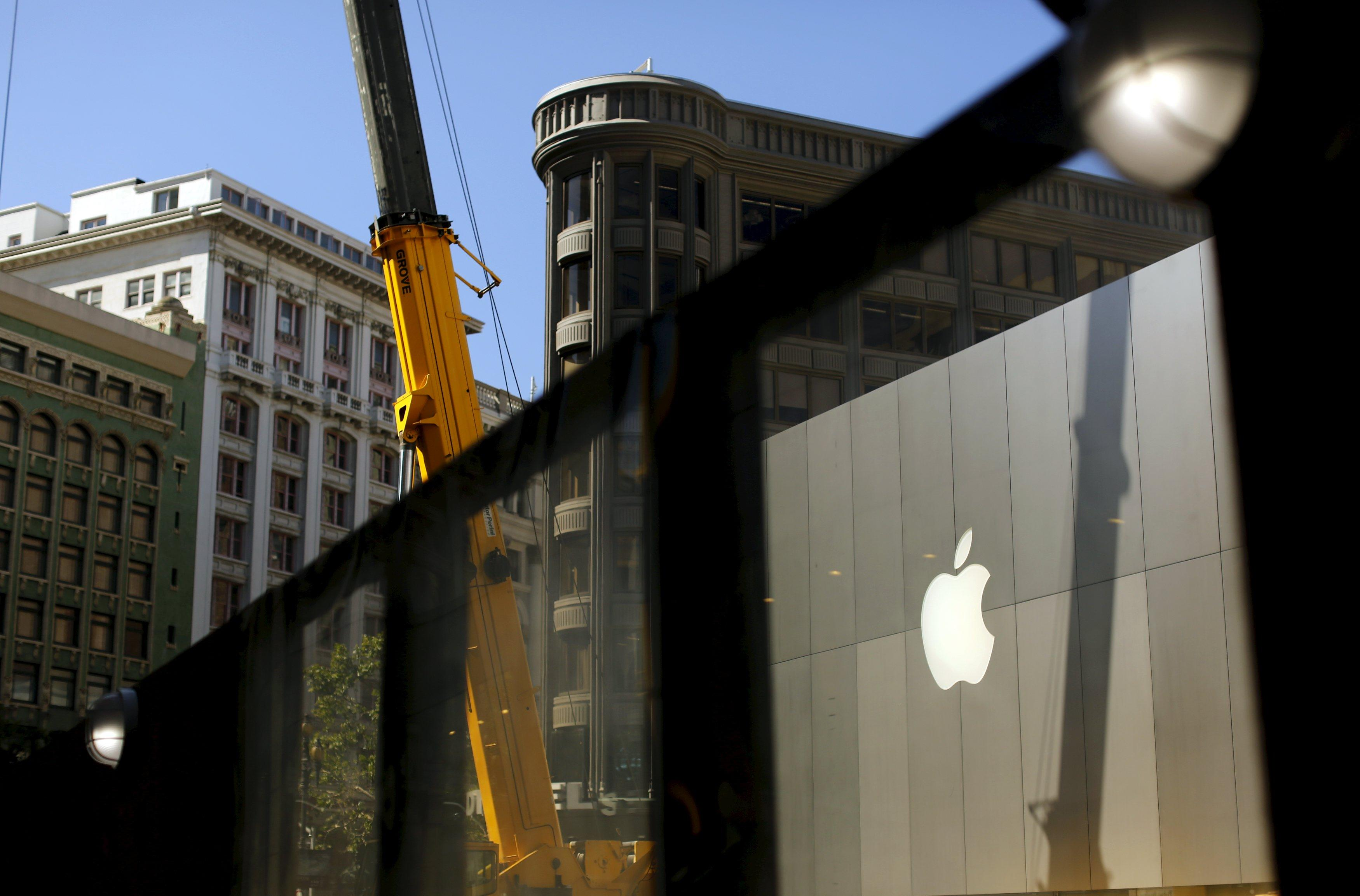 Apple will return $200 billion to shareholders