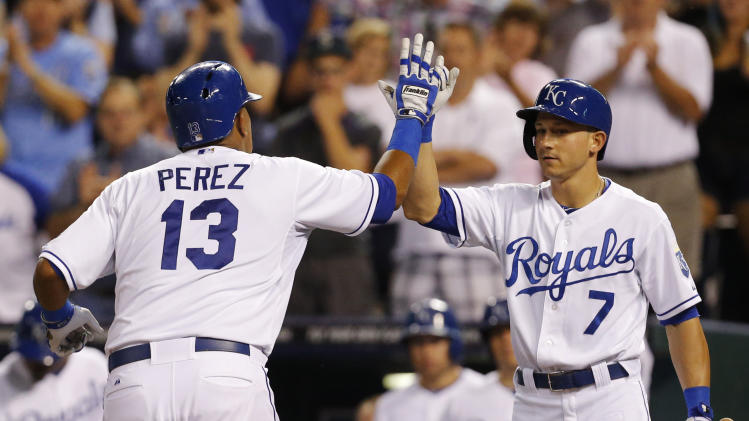 Perez sends Royals to 4-3 win over Mariners