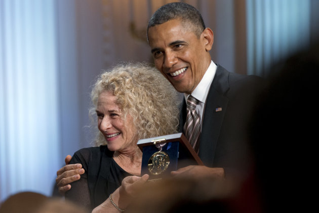 United States President Barack Obama presents Carole King with this year's Gershwin Prize for Popular Song.