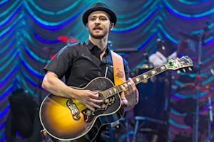 Justin Timberlake Re-Opens Maxwell's for One Song