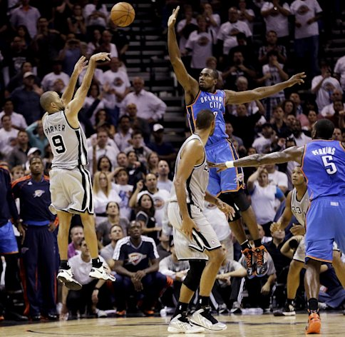 San Antonio Spurs&#39; Tony Parker (9), of France, shoots a buzzer-beating basket over Oklahoma City Thunder&#39;s Serge Ibaka, center, at the close of the fourth quarter of an NBA basketball game, Thursday, Nov. 1, 2012, in San Antonio. San Antonio won 86-84. Spurs&#39; Tim Duncan, second from left, and Oklahoma City&#39;s Kendrick Perkins (5) watch. (AP Photo/Eric Gay)