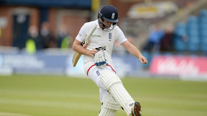 CRIC: England's Adam Lyth leaves the field dejected after being dismissed by New Zealand's Trent Boult