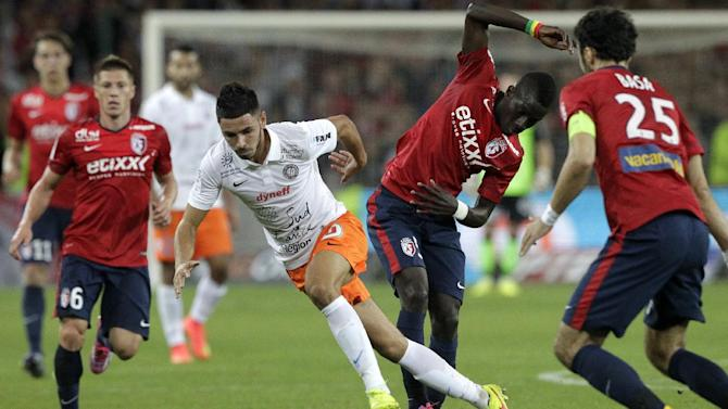 Montpellier's Morgan Sanson, center, controls the ball during their French League one soccer match against LiLle at the Lille Metropole stadium, in Villeneuve d'Ascq, northern France, Sunday, Sept. 21, 2014. (AP Photo/Michel Spingler)