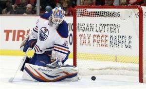Howard makes 22 saves, Red Wings blank Oilers 3-0