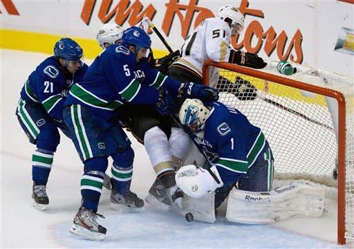 Selanne shines in Ducks' 7-3 win over Canucks