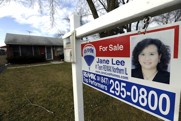 "<p>               In this Saturday, Jan. 5, 2013 photo, a ""For Sale"" sign hangs outside a home in Glenview, Ill. Freddie Mac reports on mortgage rates for the first week of February on Thursday, Feb. 7, 2013.  (AP Photo/Nam Y. Huh)"