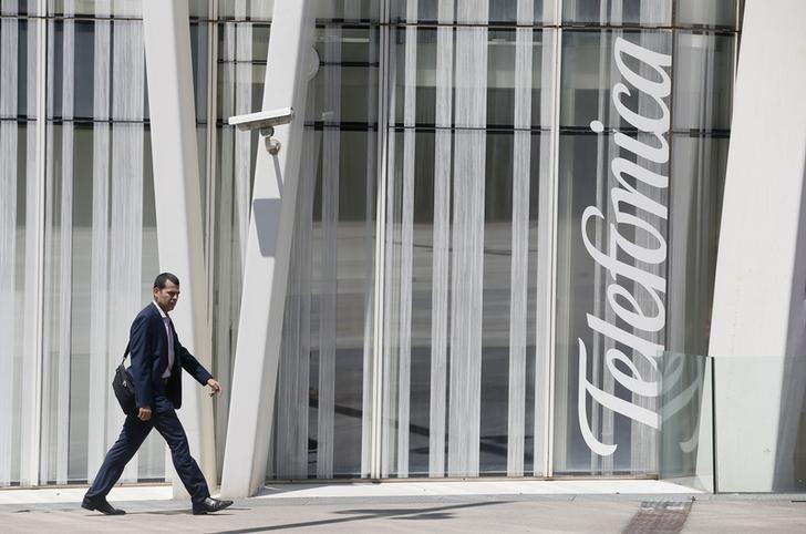 Hutchison to buy Telefonica UK unit for 10.25 billion pounds