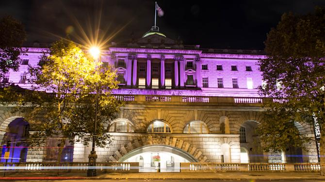 Breast Cancer Campaign Turn London Landmarks Pink For Breast Cancer Awareness Month