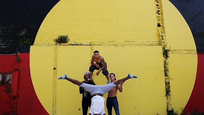 """Circolombia Performers Visit Children At """"The Block"""""""