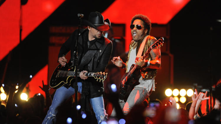 Jason Aldean, left, and Lenny Kravitz perform at the 2013 CMT Music Awards at Bridgestone Arena on Wednesday, June 5, 2013, in Nashville, Tenn. (Photo by Donn Jones/Invision/AP)