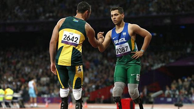 Brazil&#39;s Alan Oliveira (R) is congratulated by South Africa&#39;s Oscar Pistorius after winning the men&#39;s 200m T44 classification at the Olympic Stadium during the London 2012 Paralympic Games (Reuters)