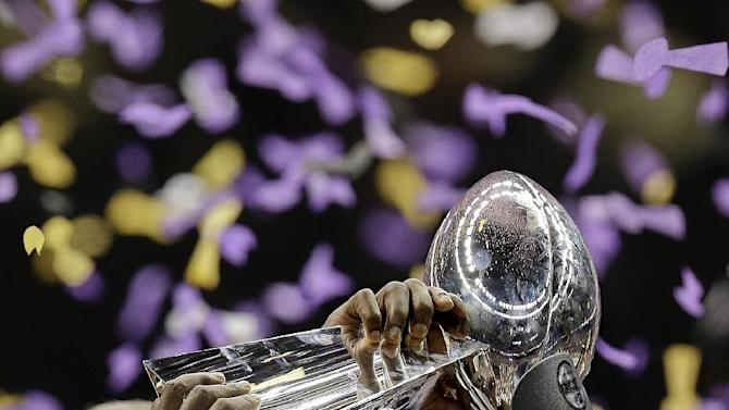 FILE - In this Feb. 3, 2013 file photo, Baltimore Ravens safety Ed Reed (20) holds up the Vince Lombardi Trophy after defeating the San Francisco 49ers 34-31 in the NFL Super Bowl XLVII football game in New Orleans. Free agent safety Reed is finally a Houston Texan. The nine-time Pro Bowl safety signed a contract with Houston on Friday, March 22, 2013, a week after leaving town with no deal in place. (AP Photo/Julio Cortez, File)
