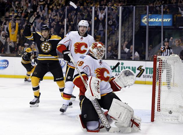 Iginla gets 2 assists, Bruins beat Flames 2-0