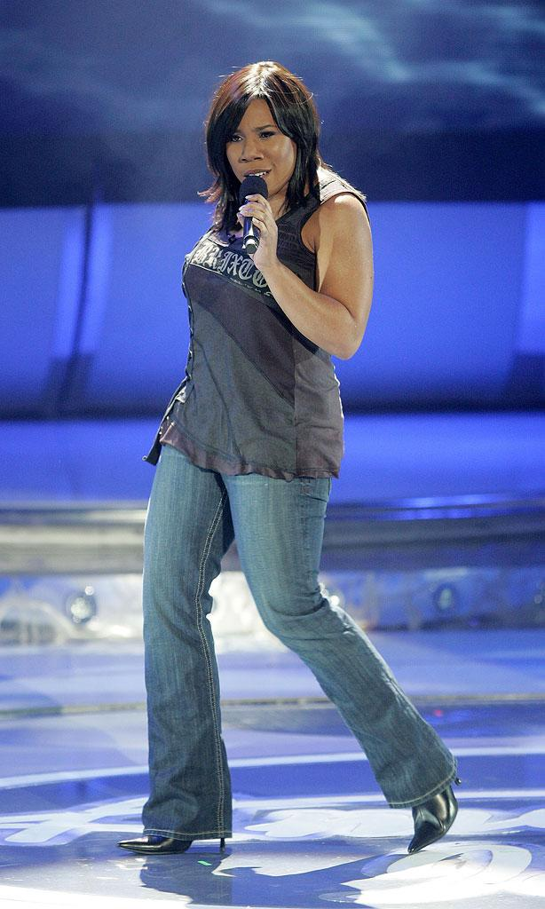 Melinda Doolittle performs as one of the top 6 contestants on the 6th season of American Idol.
