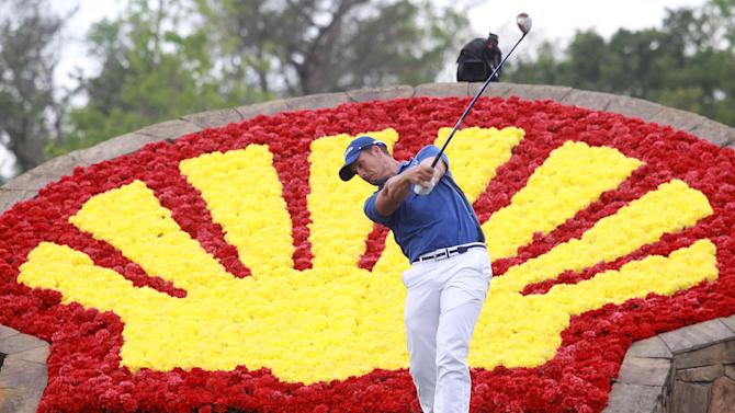Henrik Stenson tees off on the 18th hole in final round of the Houston Open golf tournament Sunday March 31, 2013 in Humble, Texas. (AP Photo/Patric Schneider)