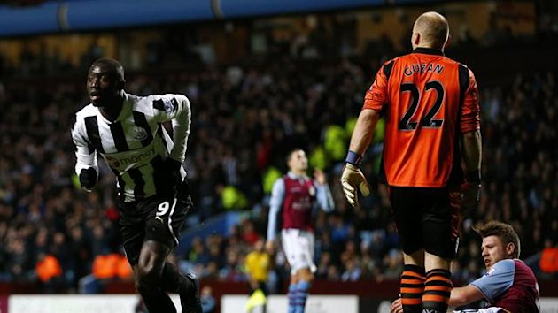 Newcastle United&#39;s Papiss Cisse (L) celebrates his goal against Aston Villa during their English Premier League soccer match at Villa Park in Birmingham, central England, January 29, 2013 (Reuters)