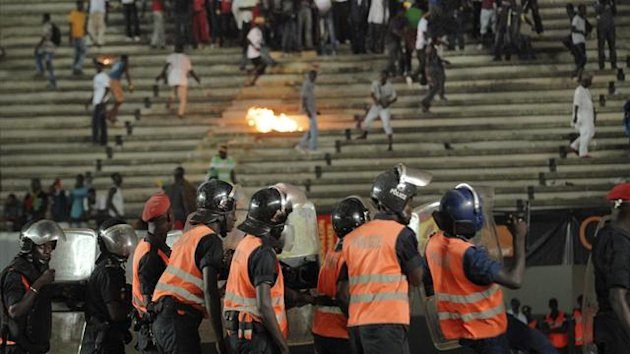 Senegalese football fans throw rocks at the police at Leopold Sedar Senghor stadium in Dakar October 13, 2012 (Reuters)