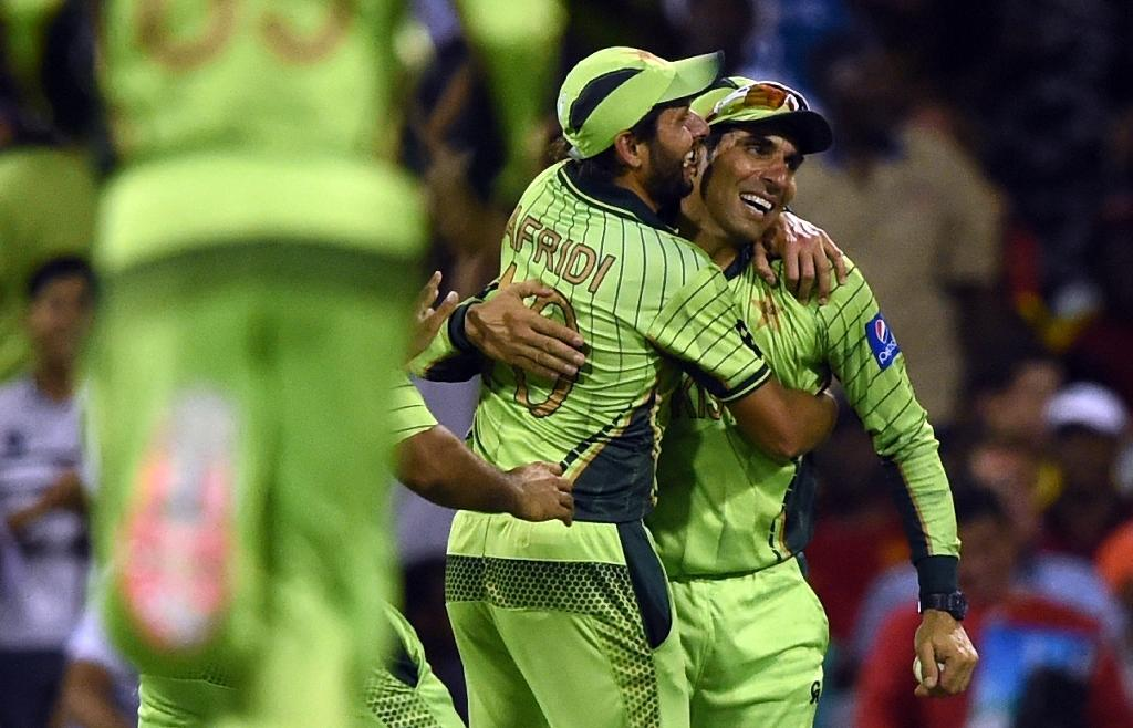 Misbah hopes Pakistan handle flights and fights