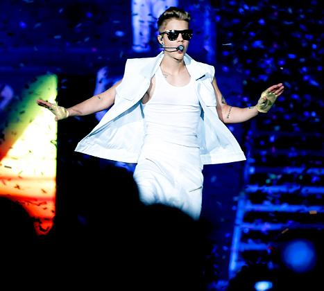Justin Bieber Attacked By Fan Onstage at Dubai Concert
