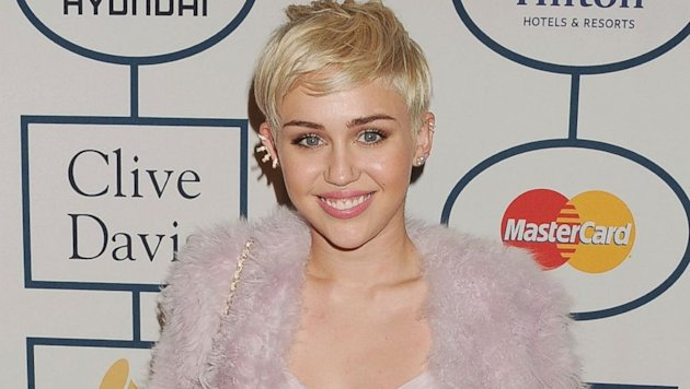 Miley Cyrus Fires Back at Katy Perry Over Kissing Controversy (ABC News)