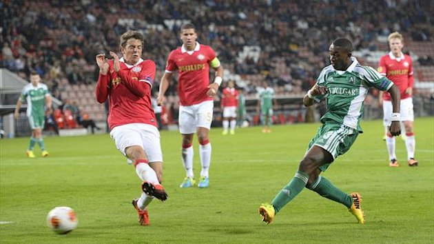 Ludogorets' Virgil Misidjan shoots to score against PSV (Reuters)