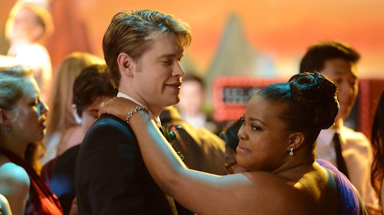 Sam (Chord Overstreet, L) and Mercedes (Amber Riley, R)