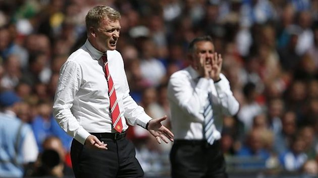 Manchester United's new manager David Moyes (L) shouts instructions with Wigan Athletic manager Owen Coyle (Reuters)