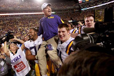 Les Miles survives, Oklahoma clinches, and everything else college football Saturday