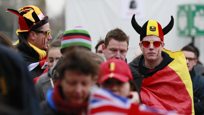 Fans in a queue for a security check at the Flanders Expo