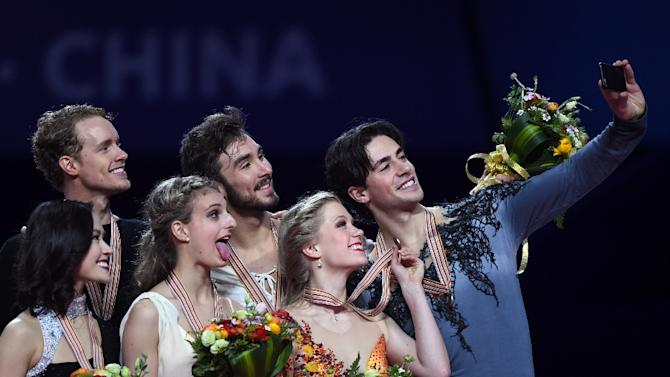 (From L) Silver medalists Madison Chock and Evan Bates, gold medalists Gabriella Papadakis and Guillaume Cizeron, bronze medalists Kaitlyn Weaver and Andrew Poje pose for a selfie during the awards ceremony in Shanghai, on March 27, 2015