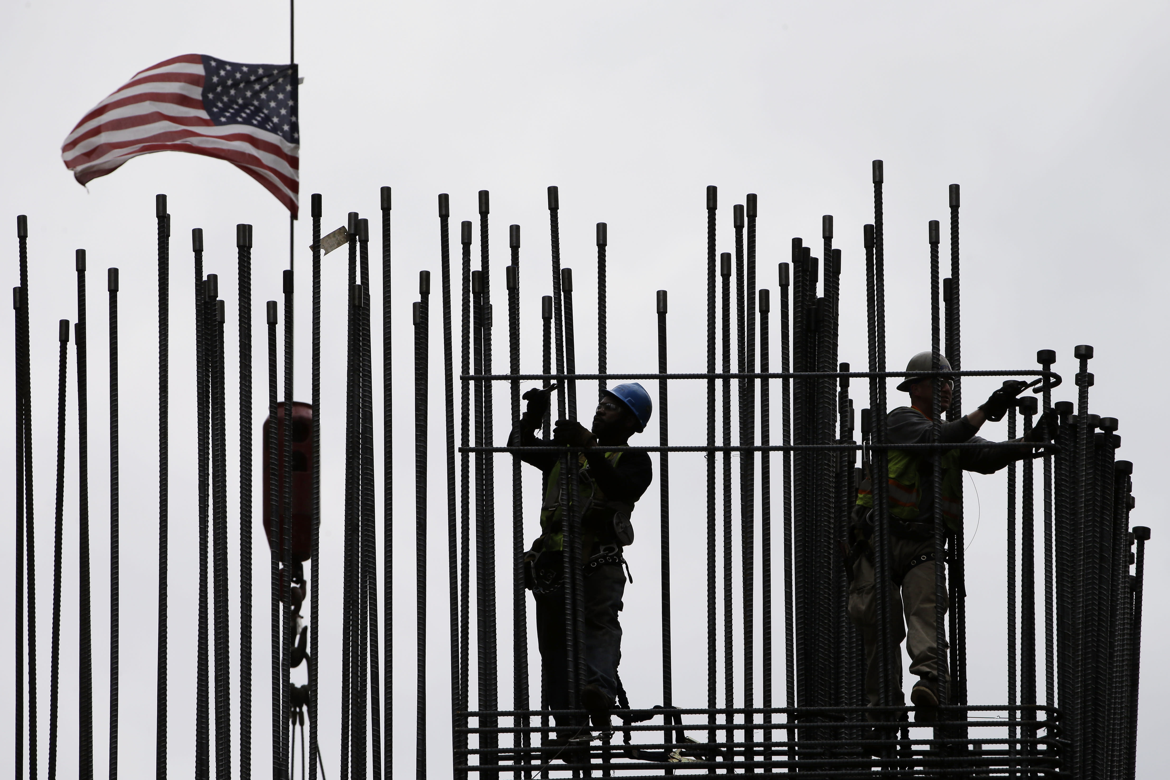 US economy fell at 0.7 pct. rate in winter but is rebounding