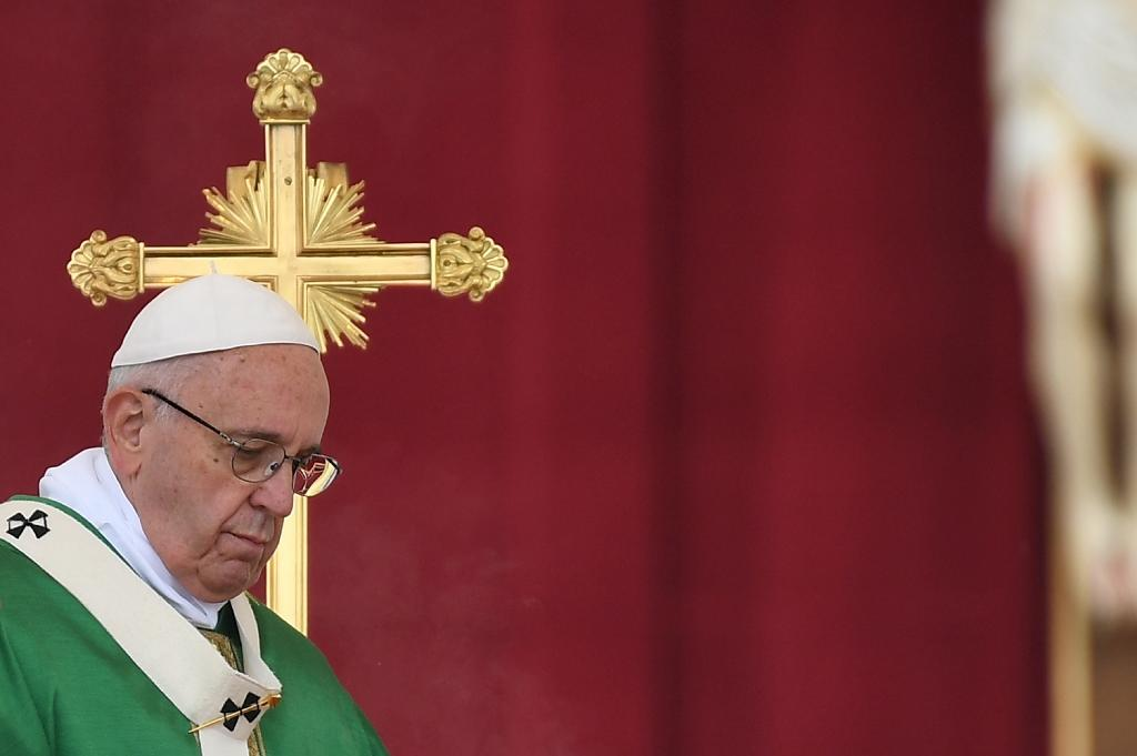 Pope scolds clergy over their part-time availability