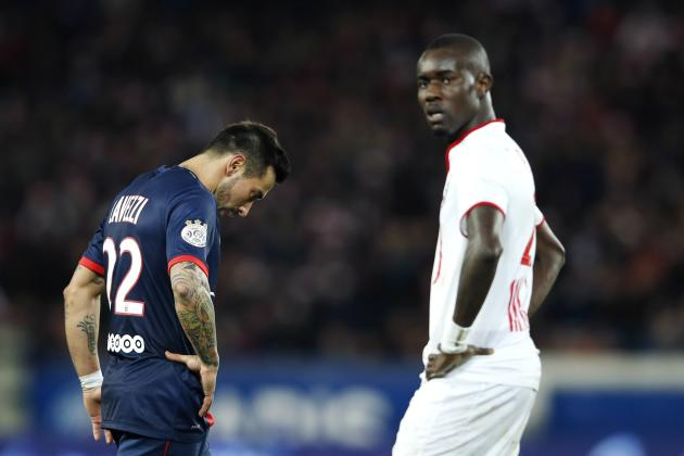 Paris St Germain's Ezequiel Ivan Lavezzi (L) reacts next to Lille's Pape Ndiaye Souare during their French Ligue 1 soccer match in Paris
